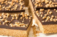 Satisfy Your Sweet Tooth With These Chocolate and Peanut Butter Bar Recipes