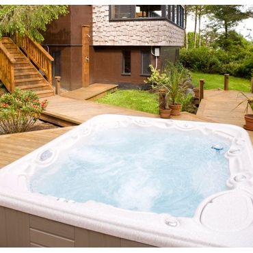Above-ground acrylic hot tubs